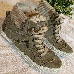 Trends - Olive Green